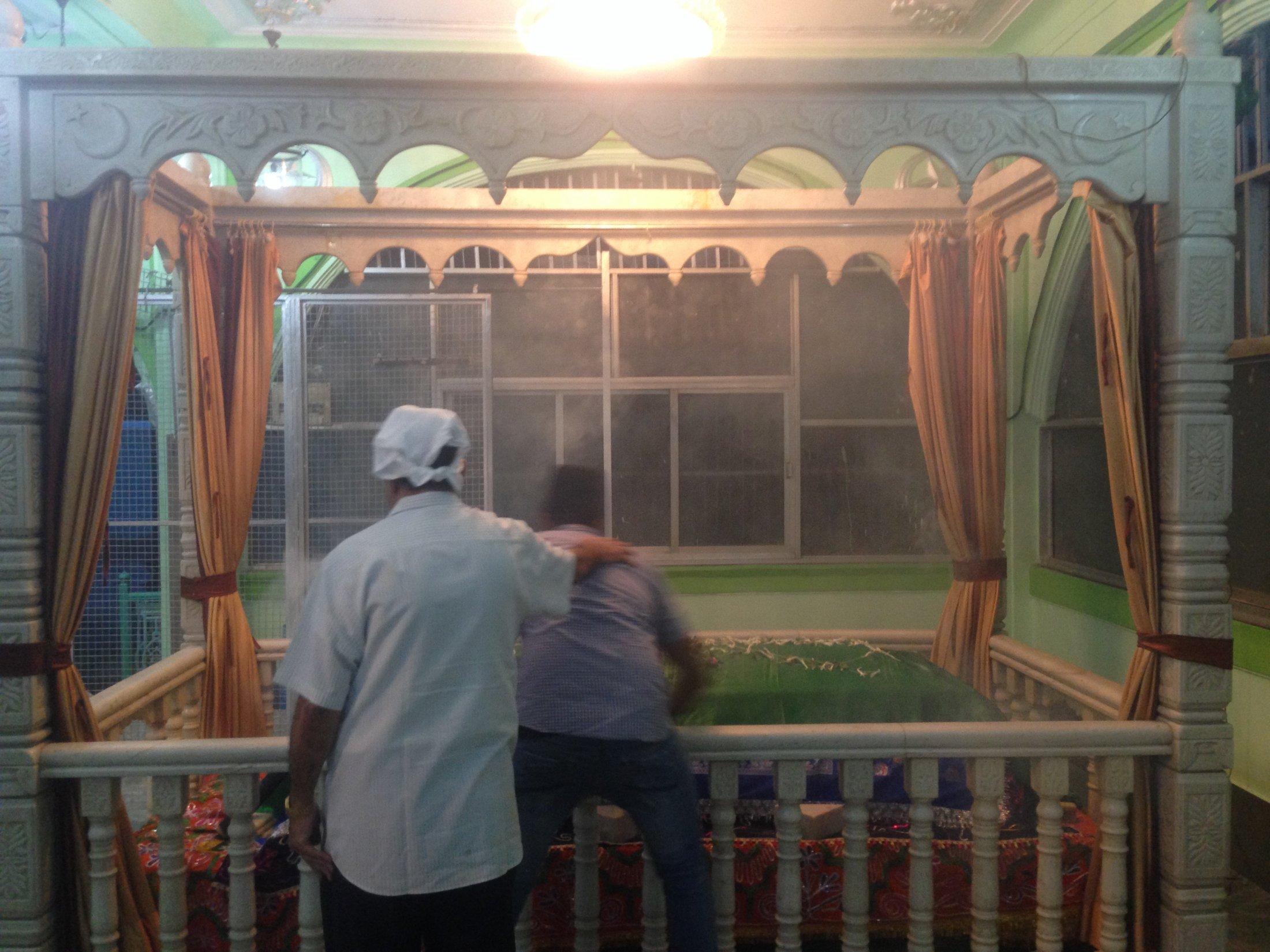 Evening Rituals at the Parsi Chilla for Bava Gor